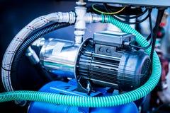 Fios e um motor Imagem industrial do close-up fotos de stock royalty free