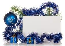 Fir-tree κλάδος με tinsel, μικρά κιβώτια δώρων, Στοκ Εικόνα