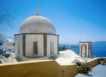 Fira在Fira, Santorini的教会圆屋顶 库存图片