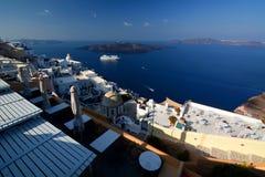 从Fira的破火山口视图 圣托里尼,基克拉泽斯海岛 希腊 库存图片
