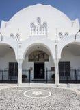 对大教堂的入口Fira的,圣托里尼 免版税库存照片