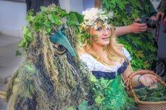 Fira ankomsten av sommar i Hastings på stålar i den gröna händelsen Arkivfoto