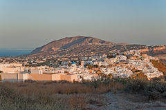 Fira bei Santorini, Griechenland bei Sonnenuntergang Stockbild