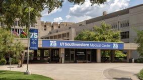 Fira den 75th årsdagen av den UTSouthwestern vårdcentralen, Dallas texas royaltyfria bilder