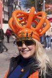 Fira för person som är kingsday i dräkt i Amsterdam arkivfoto