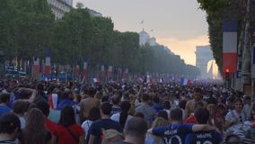 Fira fotbollseger i Paris i Frankrike efter den 2018 världscupen arkivfilmer