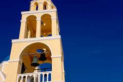 FIRA, GREECE-SEPTEMBER, 02,2014 :黄色教会, Fira,圣托里尼海岛,希腊 图库摄影