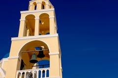 FIRA, 02,2014 GRIEKENLAND-SEPTEMBER: Gele kerk, Fira, Santorini-eiland, Griekenland Stock Fotografie