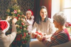 Fira jul för familj royaltyfri foto