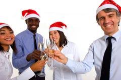 Fira jul för Multi-ethnic lag royaltyfria foton