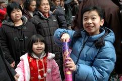 fira kinesiskt nytt nycår för barn royaltyfria foton