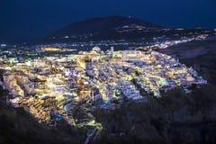 Fira (Thera) miasteczko przy nocą Santorini, Grecja, - Obrazy Royalty Free