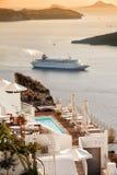 Fira w ciepłym zmierzchu świetle, Santorini    Grecja Obraz Stock