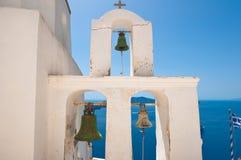 东正教的钟楼的细节 fira希腊santorini城镇 免版税库存图片