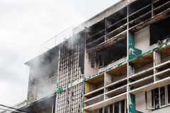 Fire burning building Royalty Free Stock Photos