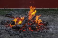 Fire burns down. It lit a fire smoldering charcoal evening Royalty Free Stock Photos