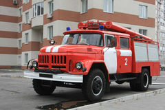 Fire engine near modern house Stock Photography