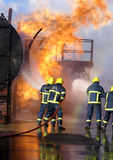 Fire fighters fighting fire Royalty Free Stock Photos