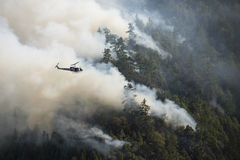 Fire fighters in helicopter observing the Loge Fire, California Royalty Free Stock Images