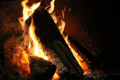 Fire in the old stone fireplace Royalty Free Stock Photography