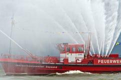 Fireboat av firebrigaden Hamburg Royaltyfri Foto