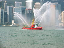 Fireboat in der Hong- Kongstadt Stockfotografie