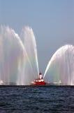 Fireboat in der Tätigkeit Stockfotos