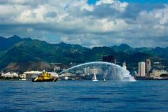fireboat honolulu royaltyfri foto