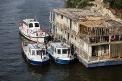 Fireboats på Nilet River Arkivbild