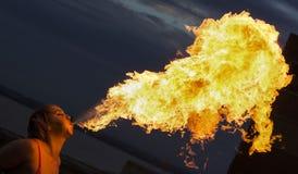 Firebreathing arkivbild