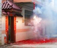 Firecracker utanför huset Royaltyfria Foton