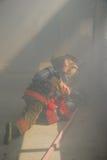 Firefigher和烟 免版税图库摄影
