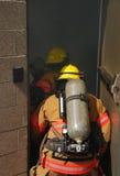 Firefigher e fumo Immagini Stock Libere da Diritti
