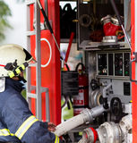 Firefighter extinguishes fire Royalty Free Stock Photography