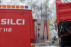 Firefighter& x27; s-Ausrüstung in einem Packwagen Lizenzfreie Stockfotos