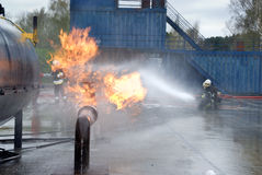 Firefighters extinguishing pipeline fire Royalty Free Stock Photos