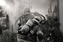 Firefighters holding hose Royalty Free Stock Photography