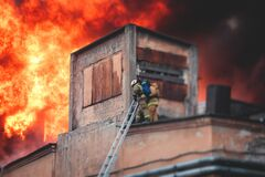 Free Firefighters Put Out Large Massive Fire Blaze, Group Of Fire Men In Uniform During Fire Fighting Operation In The City Streets, Stock Photography - 216897022