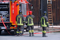 Firefighters during a training exercise Royalty Free Stock Photos