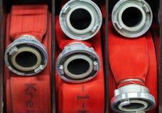 Firehose свернуло вверх в отделении пожарной охраны стоковое изображение rf