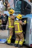 Fireman'stentoonstelling op dorp Palamos Geïmiteerd autoongeval, met één gelaedeerde 10 maart, 2018, Spanje Royalty-vrije Stock Foto's