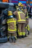 Fireman'stentoonstelling op dorp Palamos Geïmiteerd autoongeval, met één gelaedeerde 10 maart, 2018, Spanje Royalty-vrije Stock Afbeelding
