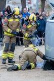 Fireman'stentoonstelling op dorp Palamos Geïmiteerd autoongeval, met één gelaedeerde 10 maart, 2018, Spanje Stock Fotografie