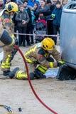 Fireman'stentoonstelling op dorp Palamos Geïmiteerd autoongeval, met één gelaedeerde 10 maart, 2018, Spanje Stock Afbeelding