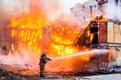 Fireman extinguishes a fire Royalty Free Stock Image