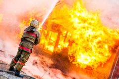 Fireman extinguishes a fire Royalty Free Stock Photos
