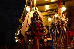 Firenze, il 2 dicembre 2017: Decorazioni di Natale in un mercato di Natale Fotografia Stock Libera da Diritti