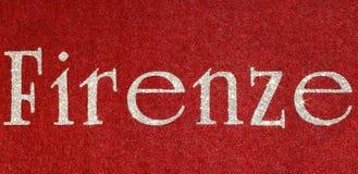 firenze som är skriftlig av en italiensk stad med, blänker stilsorten Arkivfoto