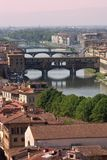 Firenze - vecchio ponticello - Ponte Vecchio ed Arno fotografia stock