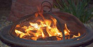 Firepit bij Nacht Stock Afbeelding